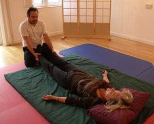 Aligning the pelvis, Peter Scruby Therapies